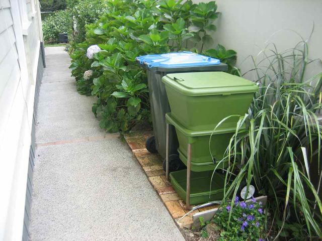 Hungry Bin Worm Farm - Hungry bin, a new way to compost.