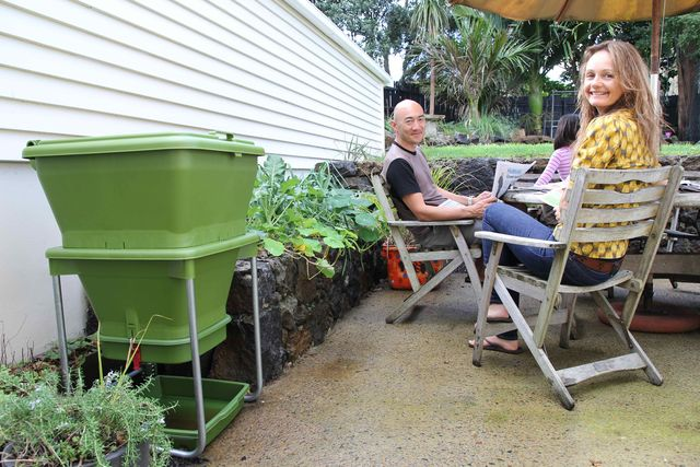 Hungry Bin Worm Farm - Hungry bin is a great addition to any garden space.